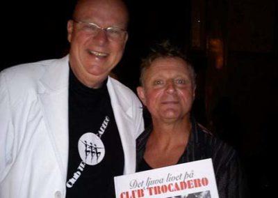 Lars Hector och Peter Kleinwichs poserar m boken for kameran