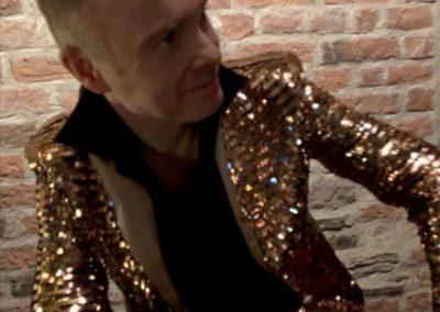 Peder Lamm i glitterkavaj
