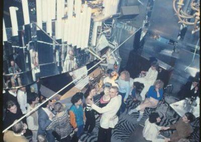 Trocadero sett utifrån med publik, Merry, Lisa och jag